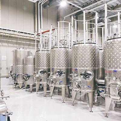 赤ワイン製造(皮仕込み)用専用タンク。